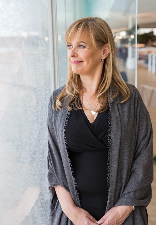 Sari Albäck, Kiinteistönvälittäjä LKV, KTM
